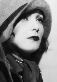 Harriet Louise (NY the first female professional photographer in Hollywood 'Greta Garbo' 1928 Photography Old Hollywood Glamour, Golden Age Of Hollywood, Vintage Glamour, Vintage Hollywood, Hollywood Stars, Vintage Beauty, Classic Hollywood, Hollywood Icons, 1920s Photos