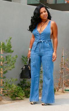 denim jumpsuit sexy and easy to wear. Denim Fashion, Curvy Fashion, Plus Size Fashion, Love Fashion, Girl Fashion, Fashion Looks, Fashion Outfits, Short Women Fashion, Womens Fashion