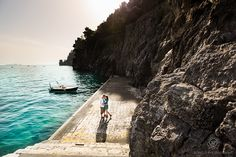Click this pin to see more romantic destination couples photos in POSITANO ITALY