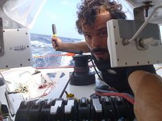 primo piano di Gaetano Mura durante la navigazione oceanica