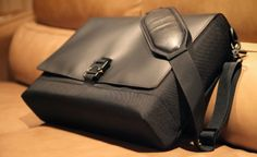"""Waterfield Designs laptoptáska - Speak Hungarian? Partial translation: """"The leather cover is absolutely eye-catching.""""  To purchase: http://www.sfbags.com/products/hardcase/hardcase.php"""