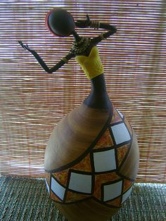Africana em Cabaça e Biscuit Paper Mache Clay, Paper Mache Crafts, Clay Art, African Dolls, African Art, Painted Gourds, Painted Rocks, Hand Painted Wine Glasses, Newspaper Crafts
