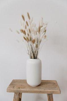 Unserne hübschen Bunny-Mix wir mit viel Sorgfalt in unserem Fleur etc. Atelier für dich zusammengestellt.... Bunny, Vase, Shop, Home Decor, Atelier, Decorating, Nature, Colors, Pictures