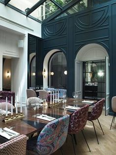 After 3 years of work, Hotel Bachaumont, a **** Hotel has finaly opened its doors! Located in the Montorgueil area, this 1900 building offers 49 rooms all created in a very parisian style : black and white, wood mouldings, cornices, wooden floor ......