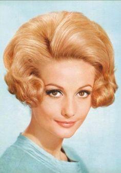 Vintage Meets Modern: A Classic Lifestyle New Look - Popular Vintage 1960 Hairstyles, Vintage Hairstyles, Wedding Hairstyles, 1960s Hair, Beehive Hair, Bouffant Hair, Very Long Hair, Bad Hair, Hair Designs