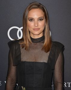 Natalie Portman at Variety's 2018 Power of Women event. Natalie Portman at Variety's 2018 Power of Women event. Nathalie Portman Style, Estilo Natalie Portman, Old Hollywood Style, Celebrity Makeup, Celebrity Photos, Beautiful Celebrities, Stunning Women, Pretty People, New Hair