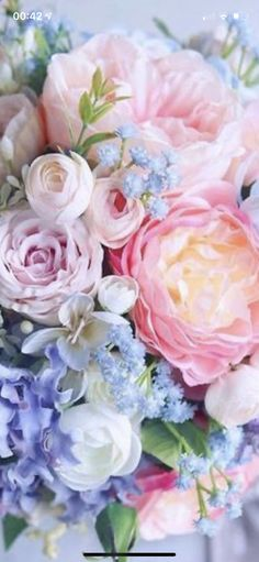 Beautiful Rose Flowers, Fresh Flowers, Calendar Pictures, Deco Floral, Oil Painting Flowers, Flower Images, Vintage Flowers, Flower Power, Wedding Bouquets