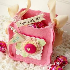 felt bag - This would make a great Easter basket as a take home basket for the grandkids after their Easter Egg hunt.