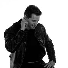 Richard Armitage 60 Sec (GIF)  Nnfff. That's a good gif.  He didn't look comfortable during these, but he's adorable.