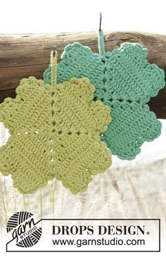 "Spot Luck - Crochet DROPS pot holder with four-leaf clover in ""Paris"". - Free pattern by DROPS Design Crochet Kitchen, Crochet Home, Free Crochet, Knit Crochet, Crochet Potholders, Crochet Motifs, Crochet Squares, Dishcloth Crochet, Knitting Patterns Free"