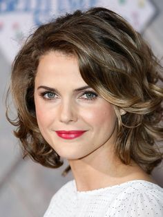 Keri Russell mid length waves http://beautyeditor.ca/2014/04/10/hairstyles-for-frizzy-wavy-hair/
