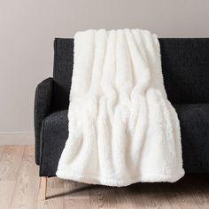 Plaid ecru in pelliccia ecologica cm Deco Studio, Fur Carpet, Cosy Room, Faux Fur Blanket, Textiles, Blanket Stitch, Diy Interior, Sofa Throw, Bed Throws