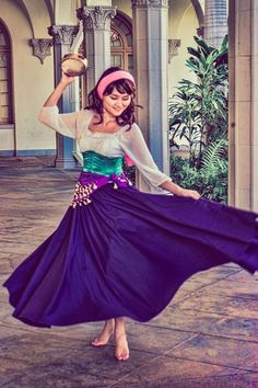 22 Easy Modest Halloween Costumes You'll Love This post contains the best modest Halloween costumes for women. The costume ideas include DIY, Disney, dresses, and fun and creative ones too. One of the costumes is an Esmerelda costume. Costumes Halloween Disney, Disney Costumes For Women, Cartoon Costumes, Hallowen Costume, Halloween Kostüm, Costume Ideas, Women Halloween, Halloween Recipe, Halloween Makeup