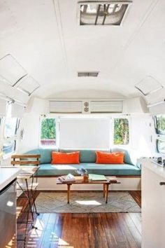 30 Vintage Airstream Renovation Designs For Make Happy Camper Trendxyz Online Airstream Living Airstream Interior Airstream Renovation