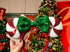 Check Out This Year's Holiday Minnie Ears And Mickey Ears! We are loving all of the gorgeous new Holiday Minnie Ears And Mickey Ears coming to the Disney Parks this year. Diy Disney Ears, Disney Minnie Mouse Ears, Minnie Mouse Headband, Disney Diy, Disney Crafts, Disney Bows, Mickey Christmas, Disneyland Christmas, Estilo Disney