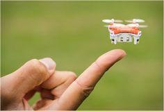 O Drone Skeye Pico é o menor drone do mundo! Ele se encaixa na palma da sua mão, na verdade, você pode armazená-lo dentro do próprio controle remoto, tornando-o tamanho de bolso, assim, você pode se divertir em qualquer lugar que qu