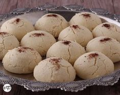 That's my batch! : The montecao Arabic Sweets, Indian Sweets, Ramadan Desserts, Ramadan Recipes, Algerian Recipes, Desserts With Biscuits, Mantecaditos, Log Cake, Biscuit Cookies