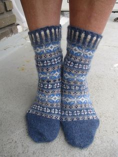 Ravelry: Project Gallery for Winter Mix pattern by Stephanie van der Linden Crochet Socks, Knitting Socks, Hand Knitting, Knitting Patterns, Sock Crafts, Fair Isles, Blue Socks, Wool Socks, Fair Isle Knitting