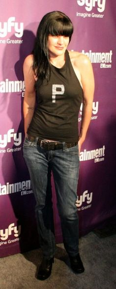Pauley Perrette - 'P' means Pretty / Pure / Perfect Place / Paradise / Passionate / Perky / Pearl / Poppet / Picturesque / Puppies & Purrrr. Ncis Abby, Ncis New, Pauley Perrette Ncis, Pauley Perette, Abby Sciuto, Kirsten Vangsness, Ncis Cast, Mode Chic, Star Wars