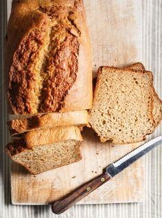 Pain aux 5 bananes et au son recipe recipes- breads Healthy Cake, Healthy Baking, Yummy Snacks, Healthy Snacks, Ricardo Recipe, Health Drinks Recipes, Thing 1, Dessert Bread, Banana Bread Recipes