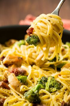 Broccoli adds nice texture and flavor to this Prosciutto-Chicken Linguine, but the real star is the sauce: creamy and super flavorful from asiago, which you definitely know from giving bagels that addictive toasted cheese topping.