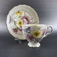 Vintage Home Appliances: Making A Unique Statement In Your Home - Popular Vintage China Cups And Saucers, Teapots And Cups, Teacups, Cup And Saucer Set, Tea Cup Saucer, Tea Biscuits, China Tea Sets, Bone China Tea Cups, Vintage Cups