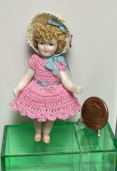 Girls Dresses, Flower Girl Dresses, Crochet Clothes, Hand Crochet, Dolls, Wedding Dresses, Mini, Handmade, Decor