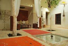 La hospitalidad y belleza de nuestros riads en Marrakech. Té de bienvenida, te apetece? www.alimatours.com #africa #alimatours #travel #traveler #marruecos #morocco #maroc #trip #marrakech #marraquesh #riad #medina #viajeros #mochileros #viajar #turismo #tourism