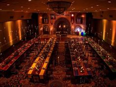 Give your reception touch of Harry Potter magic with floating candles reminiscent of Hogwarts' Great Hall.Related: This Harry Potter-Inspired Wedding Will Make You Believe in Magic Mesa Do Harry Potter, Harry Potter Tisch, Harry Potter Magie, Harry Potter Fiesta, Estilo Harry Potter, Harry Potter Thema, Cumpleaños Harry Potter, Harry Potter Wedding, Harry Potter Birthday
