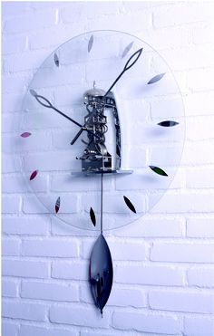 Know your classics. This modern clock is made with a beautiful mechanical skeleton movement. Skeleton movements date back many centuries and are often used in clocks where the movement is visible. Hans Frie who has been making and designing classical clocks most of his life found it a big challenge to come up with a perfect mix of classic mechanics and a modern look. 2952 - Belle