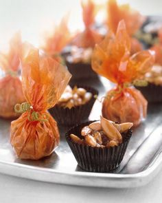 Pumpkin seed Candy These wrapped candies are perfect treats for celebrating Halloween. Pepitas, or pumpkin seeds, are available hulled or unhulled at health-food stores. Paper candy cups are available at baking supply stores. Menu Halloween, Halloween Treats, Halloween Baking, Halloween Dishes, Halloween Goodies, Homemade Halloween, Halloween Desserts, Fall Treats, Halloween Halloween