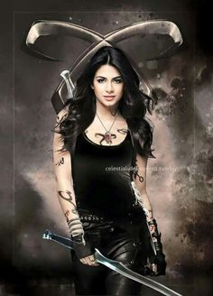 Omg She's so perfect - Shadowhunters - Isabelle Lightwood Isabelle Lightwood, Alec Lightwood, Shadowhunters Malec, Shadowhunters The Mortal Instruments, Clace, Clary Et Jace, Clary Fray, Idris Brasil, Film Manga