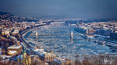 Budapesti panoráma hóesésben és jégzajlás a Dunán