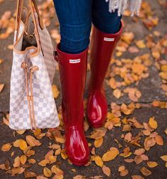 Red Hunter Boots are also the perfect festive touch. Hunter Boots Fashion, Red Hunter Rain Boots, Hunter Boots Outfit, Hunter Wellies, Womens Hunter Boots, Cowgirl Boots, Western Boots, Riding Boots, Timberland Style