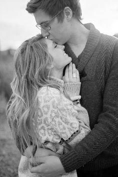 Me veste com teu abraço, Encurta essa saudade, Impregna minha pele da tua pele... Meu cheiro do teu cheiro... Que não haja nada entre nós que não seja a batida do coração... Que não seja esse amor imenso.  Raquel Paixão