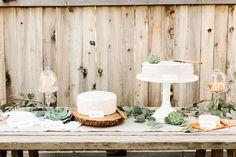 Inspiration : un buffet et menu de communion ou confirmation en blanc Wedding Food Bars, Wedding Catering, Wedding Cakes, Rustic Wedding Backdrops, Wedding Ideas, Wedding Pics, Wedding Decor, Wedding Reception, Wedding Flowers