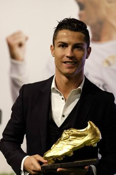 Cristiano Ronaldo: Today I received the Golden Boot for the 3rd time. It's a very special day for me and I thank my family, my teammates, the club and the fans.