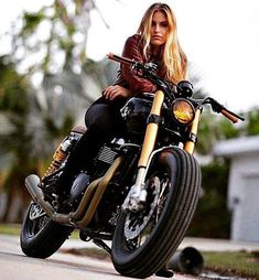 Custom Culture Bobber Babes Motorcycle Lifestyle, Tattoo Art and Fashion / Clothing Style Inspirations Cafe Racer Girl, Lady Biker, Biker Girl, Motos Retro, Motard Sexy, Up Auto, Pin Up, Motorbike Girl, Motorcycle Gear