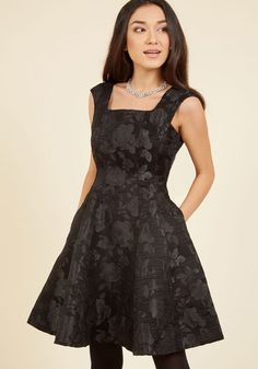 Time to fancy up in this beautiful black dress! Winning laud and lovely smiles alike, the square neckline, V-back, and broad shoulder bands of this pretty piece truly boost your confidence. Plus, a gorgeously textured brocade - flaunting roses that showcase a sweet sheen - fill this flared dress with a timelessness that wins your heart.