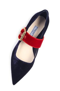 Put your best foot forward in #Prada #10022shoe