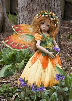 ~Simple Wired Wings~ By Martha Boers of Antique Lilac - Doll model is KazeKidz light tan Miki elf by doll artist Kaye Wiggs. Make a pair of simple wired wings that slip into a pocket on the back of your fairy's bodice. Elves And Fairies, Clay Fairies, Fantasy Fairies, Flower Fairies, Fantasy Art, Fairy Dust, Fairy Land, Wings Tutorial, Ornament Tutorial