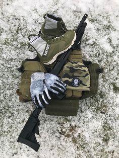 ❄️Vylaďte se na zimní radovánky❄️. Johnny Combat Boots Winterlochen, čepice VIKTOS BEANIE FOUR EYES CAMO, zimní rukavice VIKTOS LEO INSULATED WINTERLOCHEN více 👉👉@harrantcz ⚔️Pro váš každodenní boj⚔️ . #viktoslife #tacticalgear #wintergear #winter #tacticalgloves #operator #winterbeanie #wintergloves #mossberg #ontherange #nastrelnici #outdoorrange