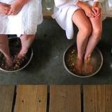 Vinegar Foot Bath  Soak the feet 20 minutes a day in a footbath with one part vinegar and two parts warm water. Adding Original Listerine to this footbath may also help and speed up the healing.