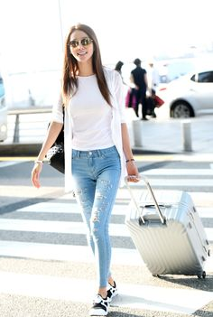 Airport Look, Airport Style, Airport Fashion, Airport Outfits, Kim Woo Bin, Rimowa, Girl Fashion, Womens Fashion, Korean Celebrities