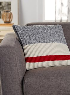 Exclusively from Simons Maison Trendy accent stripe and graphic ribbed knit similar to the renowned wool socks for an original decorative winter touch! Solid heather grey underside Washable with removable cover and a hidden zip on the edging 45 x 45 cm Knitted Cushions, Striped Cushions, Striped Curtains, Wool Socks, Knitting Socks, Knitting Projects, Knitting Patterns, Handgestrickte Pullover, Cushions Online