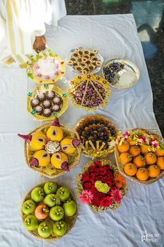 A Scintillating Wedding That Is Sure To Inspire Every Bride Thali Decoration Ideas, Diy Diwali Decorations, Fruit Decorations, Festival Decorations, Basket Decoration, Desi Wedding Decor, Indian Wedding Favors, Indian Wedding Decorations, Wedding Gift Baskets