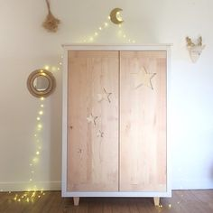 Armoire étoiles Crème anglaise. Kids Bedroom, Decor, Wood, Armoire, Kids Furniture, Furniture, Baby Cribs, Home Decor, Deco