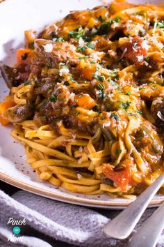 Beef Ragu Fettuccine - Pinch Of Nom - Syn Free Beef Ragu Fettuccine Healthy Beef Recipes, Cooking Recipes, Pasta Recipes, Beef Mince Recipes, Beef Meals, Batch Cooking, Recipes Dinner, Cooking Ideas, Healthy Meals