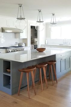 Most Popular Two Tone Kitchen Cabinets for 2018 - These minimalist kitchen c. Most Popular Home Decor Kitchen, New Kitchen, Home Kitchens, Kitchen Dining, Kitchen Ideas, Design Kitchen, Dream Kitchens, Kitchen Layout, Two Tone Kitchen Cabinets