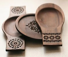 Woodworking Projects Carving Wooden Bowls 34 New Ideas Carved Wooden Bowl, Wooden Bowls, Wooden Plates, Beginner Woodworking Projects, Woodworking Wood, Router Wood, Wood Lathe, Welding Projects, Cnc Router